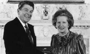 Margaret Thatcher y Ronald Reagan, hacedores políticos del neoliberalismo en los 80.